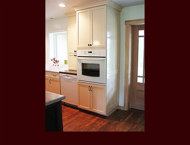 Custom Maple Kitchen. Decorative end panels. Crown Moulding.